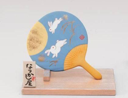 Окимоно в виде веера с кроликами