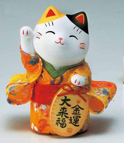 أوكيمونو المانيكى نيكو فى رداء الكيمونو من الأقمشة اليابانية المزحرفة